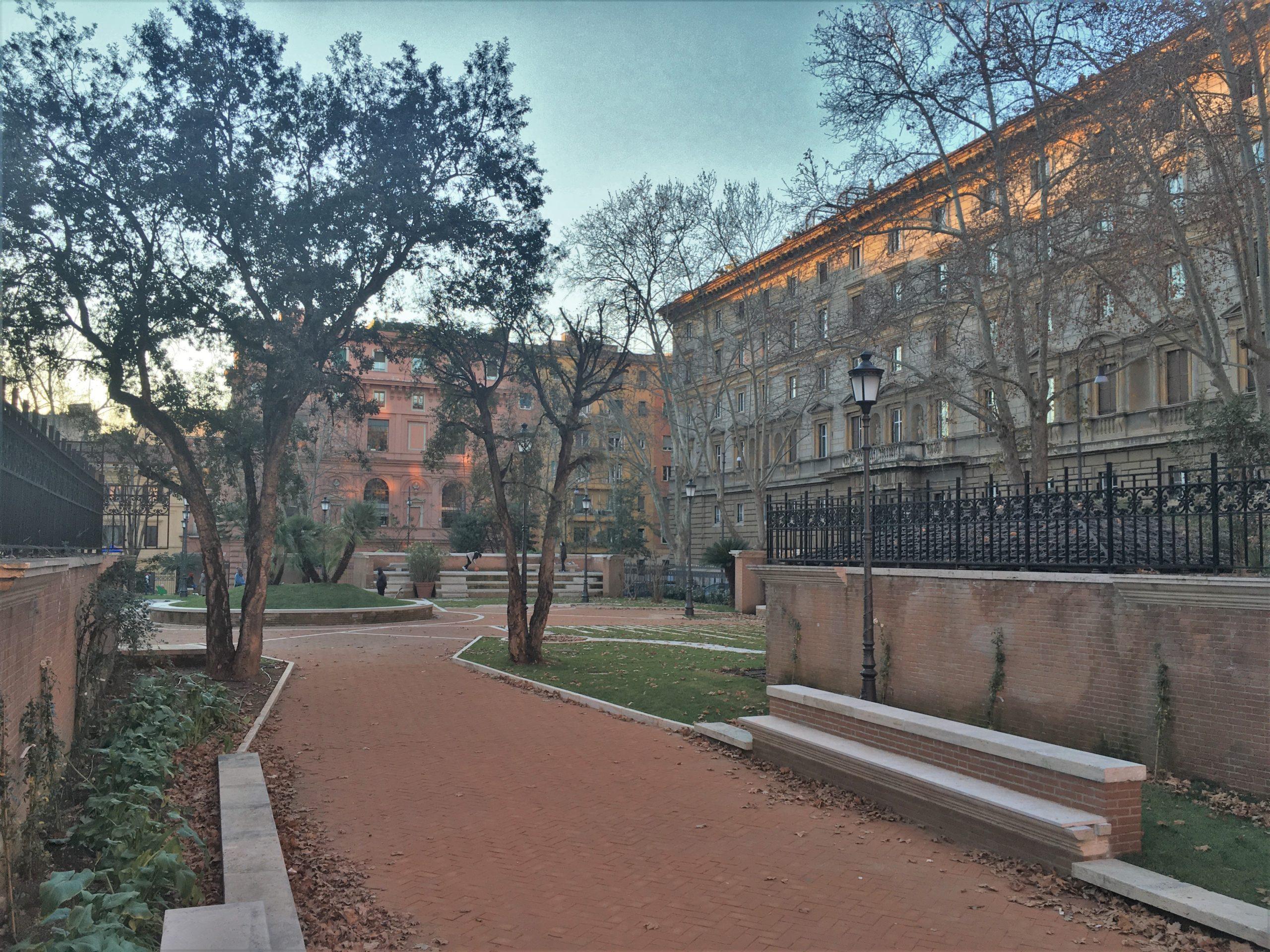 ingresso parco piazza dante roma